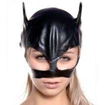 Czarna błyszcząca maska kobieta kot